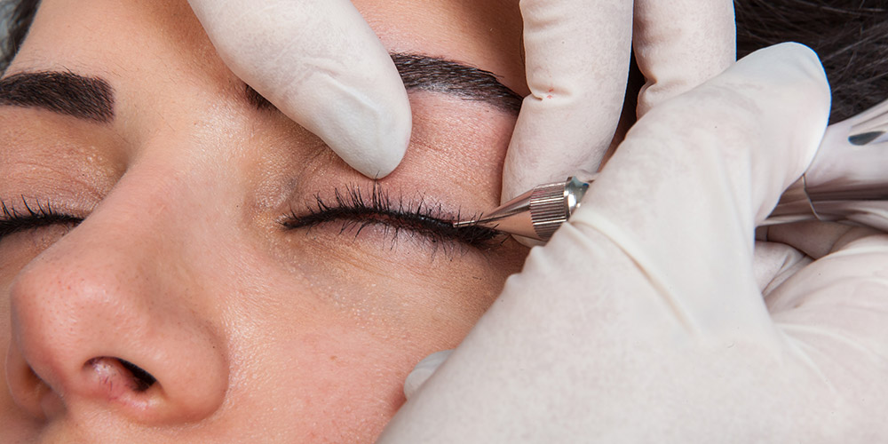 Ergül Keskin stüdyosunun eyeliner uygulaması