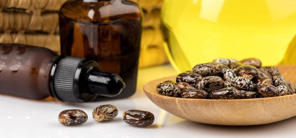 Hint Yağı için kullanılan tohumlar ve yağ şişeleri