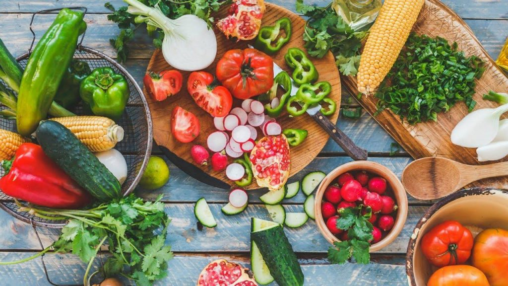 Taze ve rengarenk meyve sebzeler